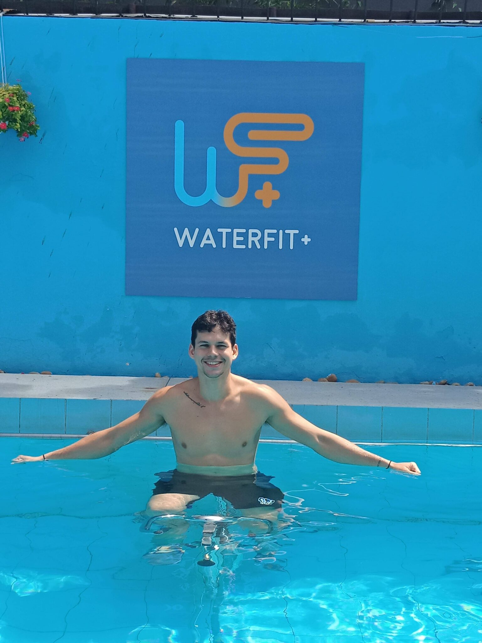 Coach WATERFIT+ gym in the water